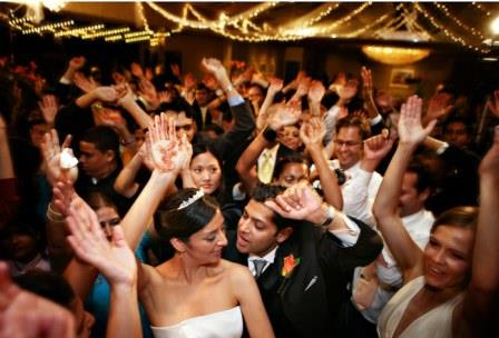 How to Ensure Your Wedding Guests are Entertained