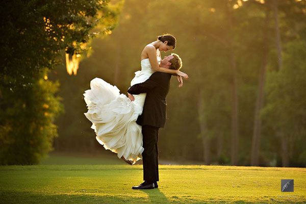 Top 5 wedding photography tips and 5 must have wedding poses for How much should i pay for a wedding photographer