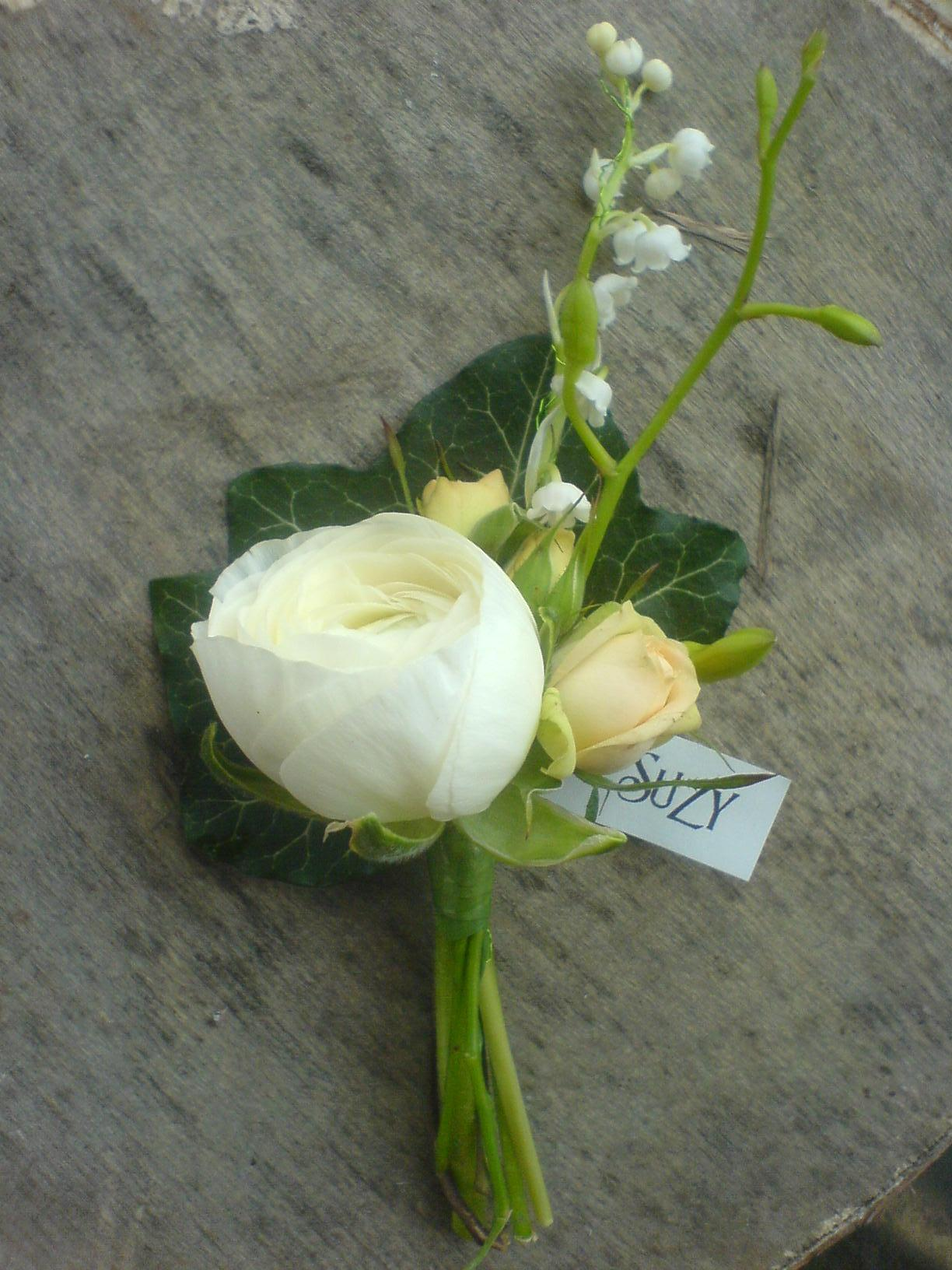 Origin And Why Groomsmen Wear Wedding Onholes