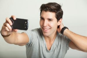 6 Signs That A Narcissistic Man Is Your Partner