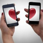 4 Signs That Little Phone is Killing Your Relationship