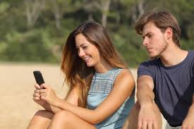 8 Ways to Make Your Man Miss You More