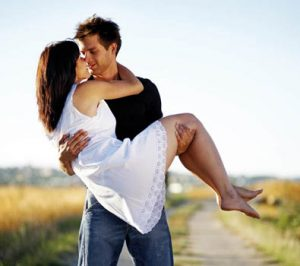 4 Romantic Moves That Will Make Her Fall In Love With You