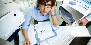 Are You Working Too Much? 7 Signs You Lead A Workaholic Lifestyle
